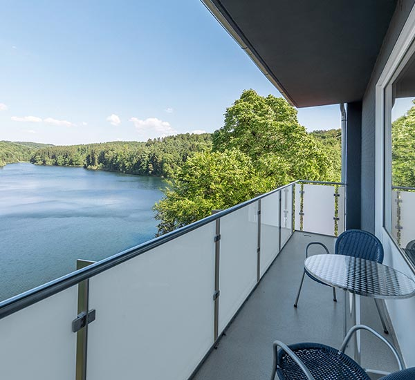 Single rooms with lake view